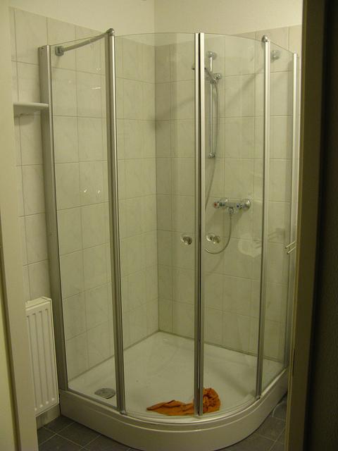 dušas kabīnes